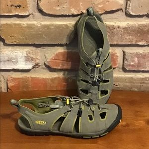 KEEN Women's Gray Water Shoes Closed Toe Sandals 8